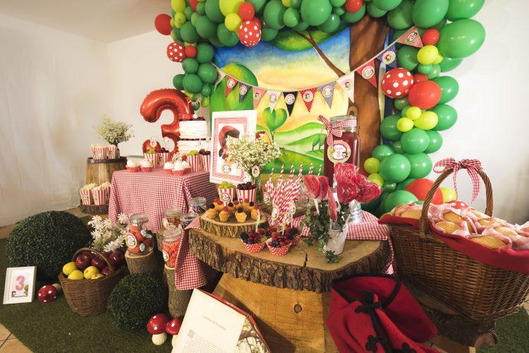 Allestimento festa a tema Cappuccetto Rosso - Movidarte